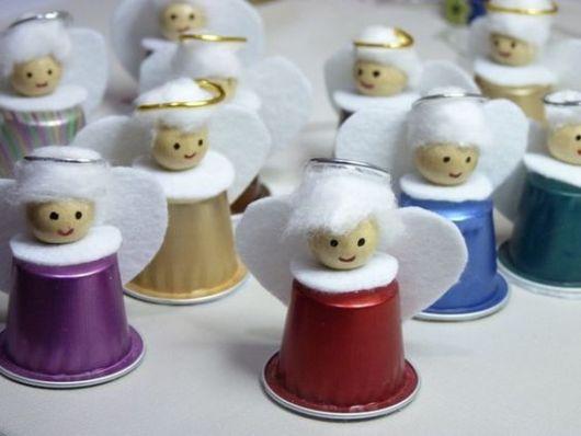Anjinhos feitos com cápsula de café.