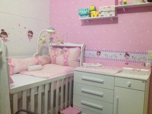 faixa para quarto de bebê feminino apenas em uma parede