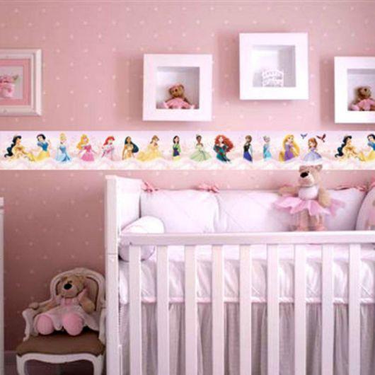faixa para quarto de bebê com tema de princesas da Disney
