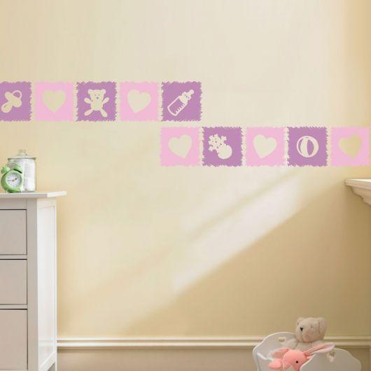 faixas para quarto de bebê feminino com fundo bege