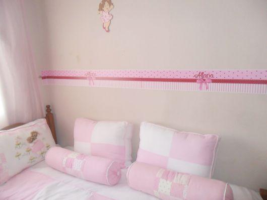 faixas para quarto de bebê com desenho de laço e nome do bebê