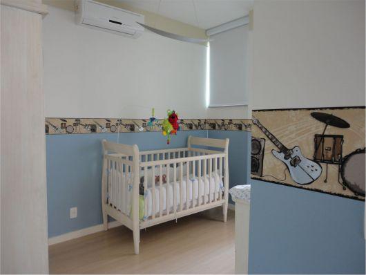 faixa para quarto de bebê com desenho de instrumentos musicais