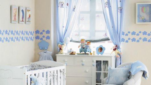faixa para quarto de bebê com desenho azul e fundo bege