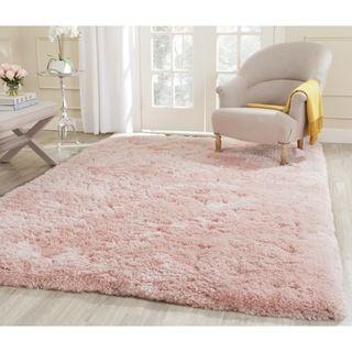tapete rosa claro felpudo em sala