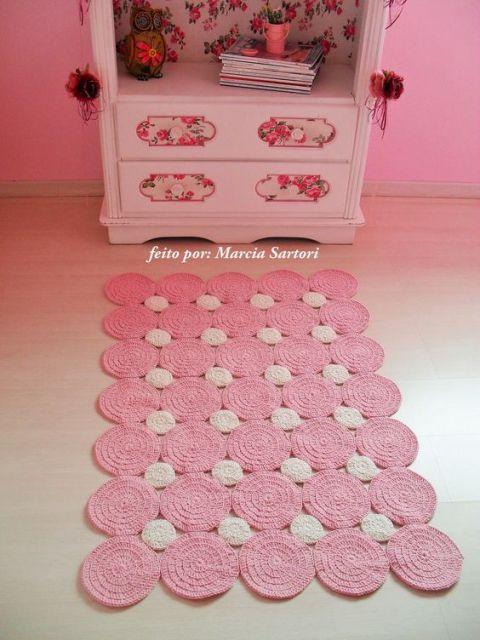 tapete rosa de crochê com formato retangular