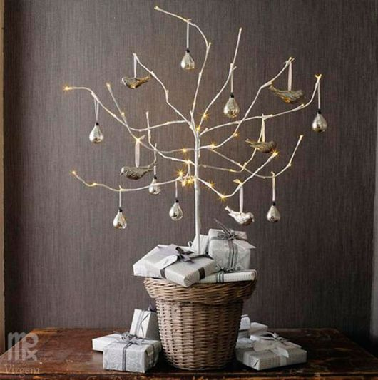 árvore de natal artesanal com galho seco