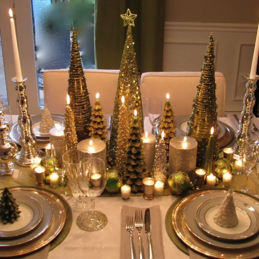 árvore de natal dourada para mesa de jantar
