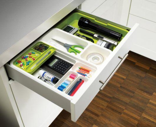 como organizar gavetas do escritório