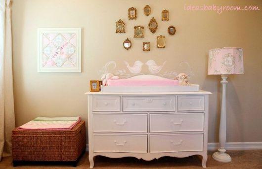 cômoda para quarto de bebê provençal branca