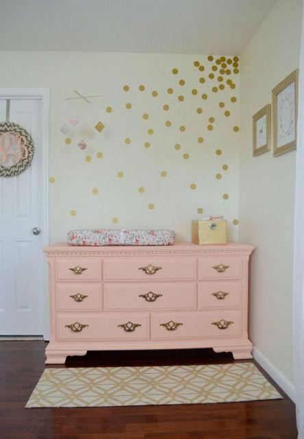 cômoda para quarto de bebê rosa claro provençal
