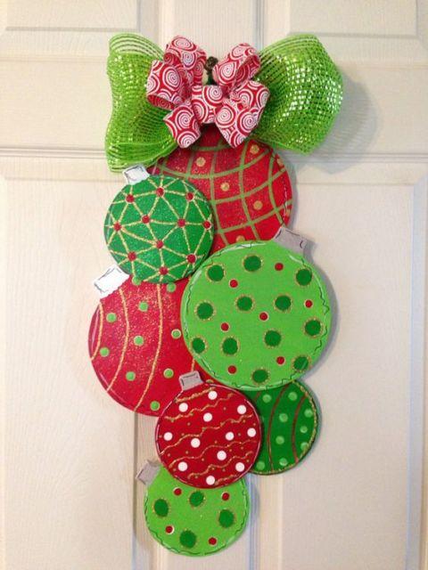 35 enfeites de natal para porta lindos como fazer passo for Puertas de material reciclado