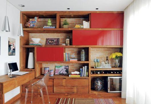 estante de madeira planejada para sala