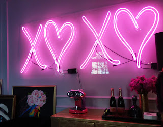 letreiro luminoso LOVE