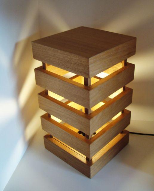 luminária de madeira de mesa