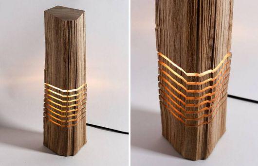 modelo de luminária de madeira de mesa