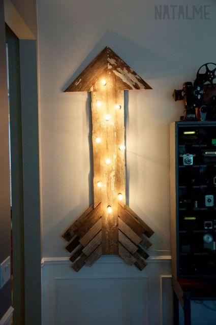 luminária artesanal de madeira flecha