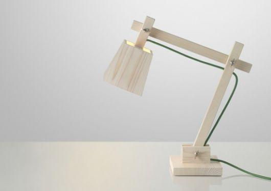 luminária de madeira de mesa funcional