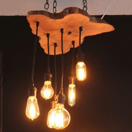 luminária de madeira para varanda tronco