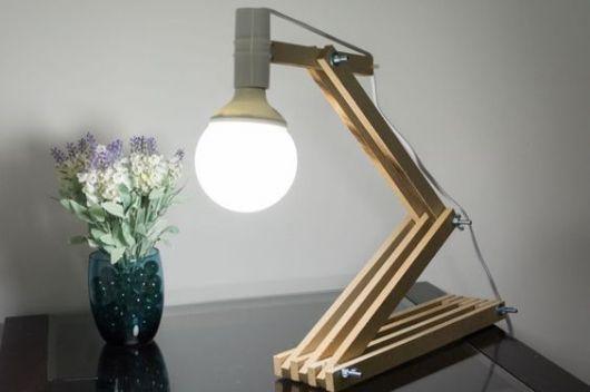 luminária de madeira de mesa bonita