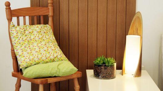 foto de luminária de madeira de mesa