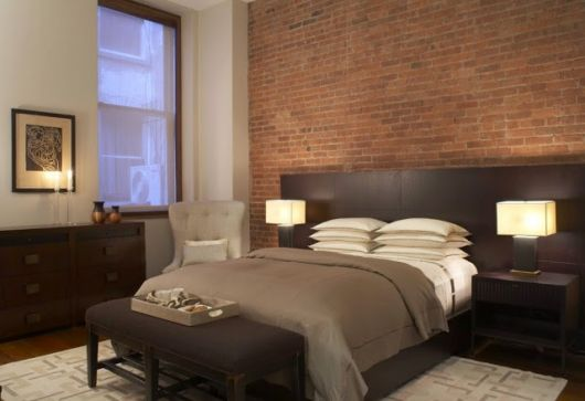 papel de parede de tijolinho no quarto de casal