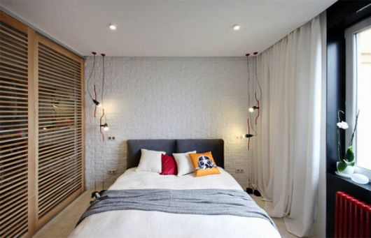 papel de parede de tijolinho branco no quarto