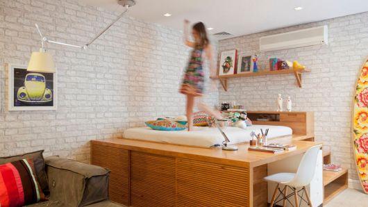 papel de parede de tijolinho no quarto de menina