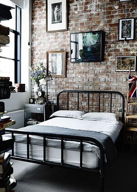 papel de parede de tijolinho rústico no quarto