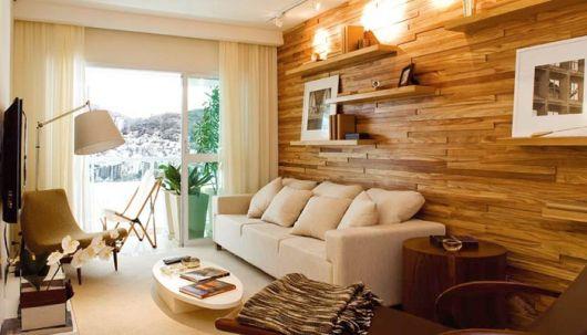 parede de madeira na sala