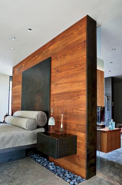 parede de madeira falsa no quarto