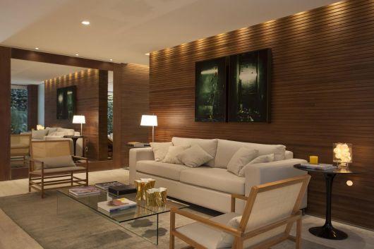 parede de madeira com quadro