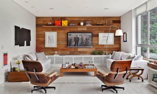 parede de madeira sala com tv