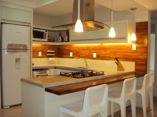 decoração parede de madeira na cozinha