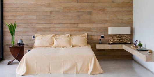 parede de madeira em quarto clean