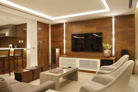 parede de madeira na sala de estar