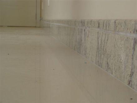 rodapé de porcelanato tipo mármore