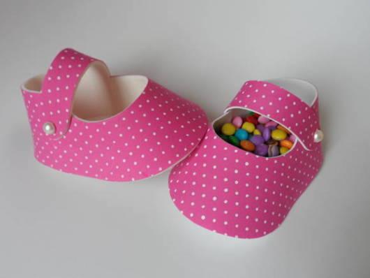 sapatinho de eva rosa com doces