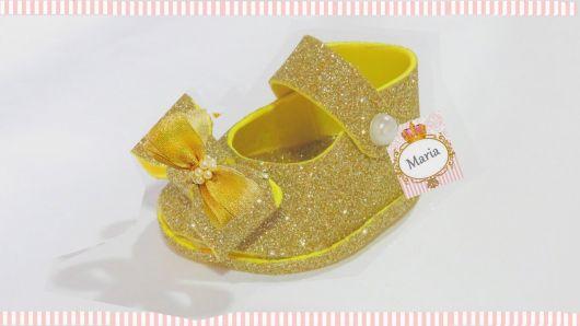 sapatinho de EVA glitter dourado