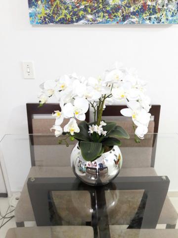 vaso espelhado na mesa de jantar