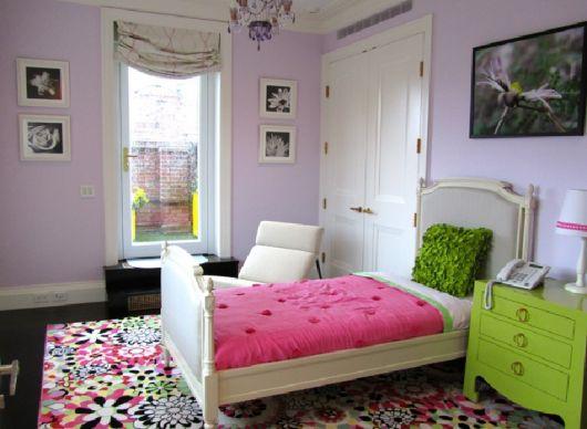 Modelo de quarto feminino na cor lilas com branco.
