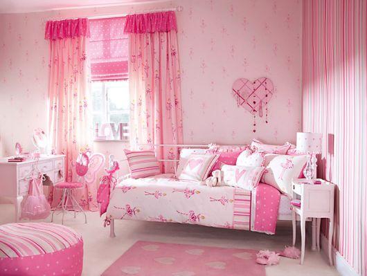 Modelo de quarto feminino infantil todo cor de rosa.