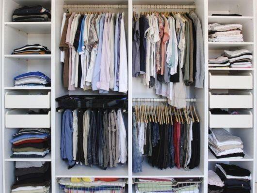 como organizar guarda-roupa casal