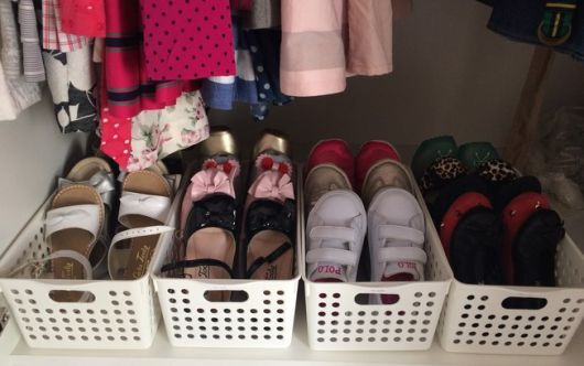 como organizar guarda-roupa sapatos infantis