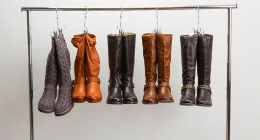 como organizar guarda-roupa botas