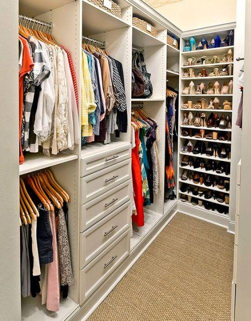 Como organizar guarda roupa 10 dicas imperd veis de for Zapateras para closet pequenos