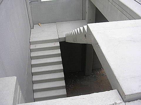 escada de concreto em U