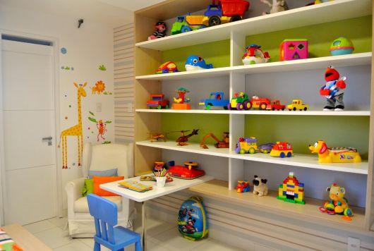 estante para quarto de criança