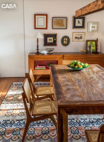 sala de jantar com mesa retangular