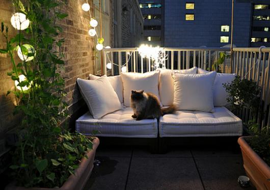 sacada pequena com sofá