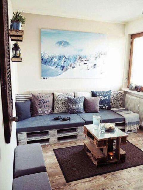 sofá pequeno de pallets